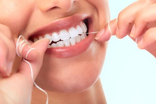 Schöne Zähne mit der richtigen Zahnpflege
