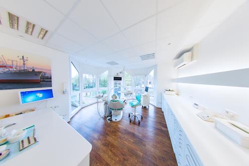 Moderne Ausstattung unserer Zahnarztpraxis: Hell, freundlich und auf dem neusten Stand der Technik.